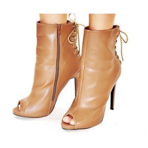 Women's heeled bootie